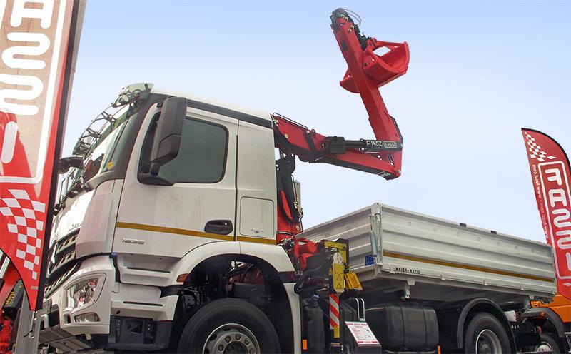 IAA2014-Fassi-loader-crane-F145AZ.jpg
