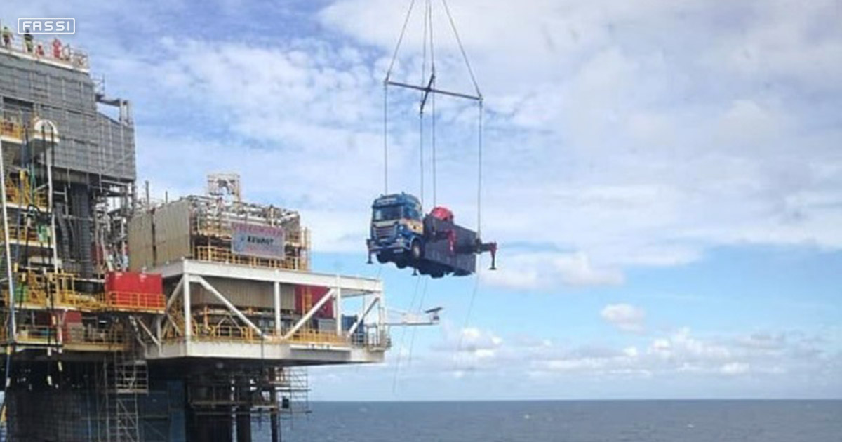 A Fassi F1950RAL 2 28 at work on an oil rig