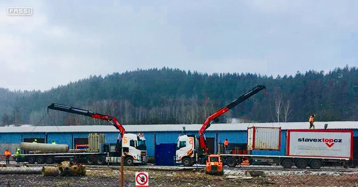 Two Fassi cranes unload in Czech Republic