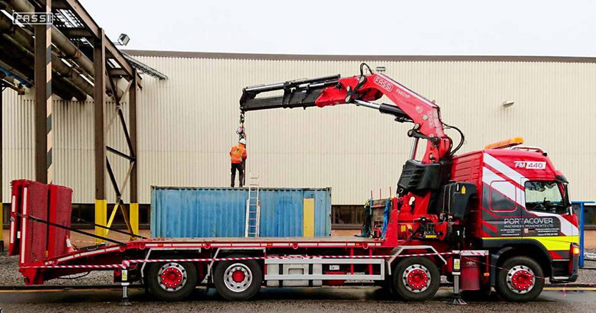 Fassi F660RA.2.26 for heavy-weight relocation