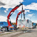Two Fassi cranes in tandem lifting operation