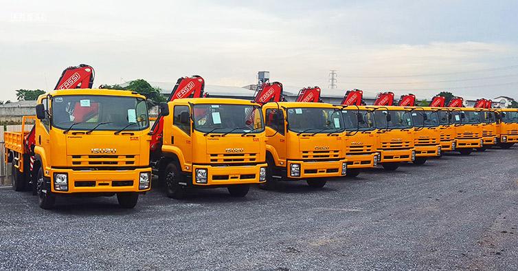 F85B 0 22 cranes installed on Isuzu trucks - Fassi Crane