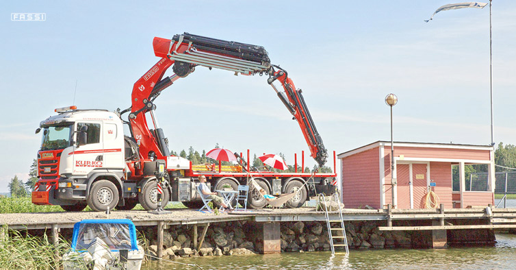 Together with the Fassi F2150RAL during the Juhannus celebrations in Finland