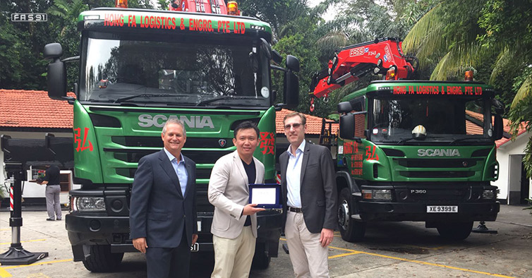 From left to right: Mark Cameron, Regional director South Malaysia and Singapore - Scania country manager for Singapore. Hong Fa, the owner of the eponymous company. Giovanni Fassi, CEO of the Fassi Gru S.p.A.
