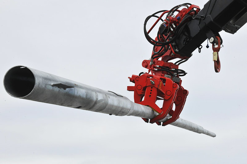 Fassi-crane-to-handle-the-electrical-piling-03