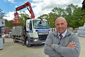 Fassi-crane-on-truck-for-builders-merchants