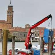 Une grue Fassi à Murano